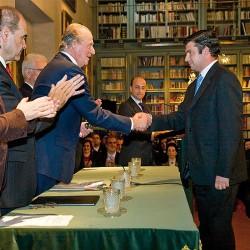 El rey premia la labor de José Manuel Dorado al frente de la editorial La Serranía, de Ronda