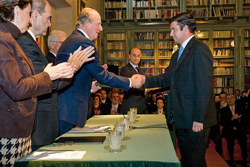 http://www.laserrania.org/el-rey-premia-la-labor-de-jose-manuel-dorado-al-frente-de-la-editorial-la-serrania-de-ronda/