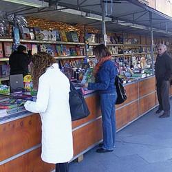 Mucha variedad y público en la nueva Feria del Libro de Ronda